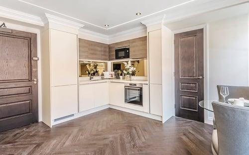 Jubilee-House-Bespoke-Oak-Doors-450